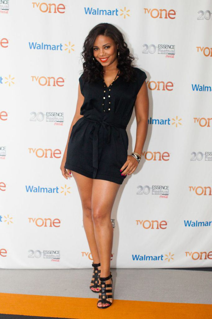 Sanaa Lathan in Black Suit